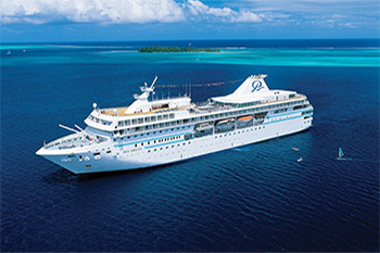 Paul-Gaugin-Luxury-Cruising-in-Tahiti